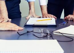 imagem de mesa de reunião